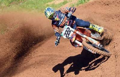 Tony Cairoli primo a Kegums. In MX2 trionfa Geerts